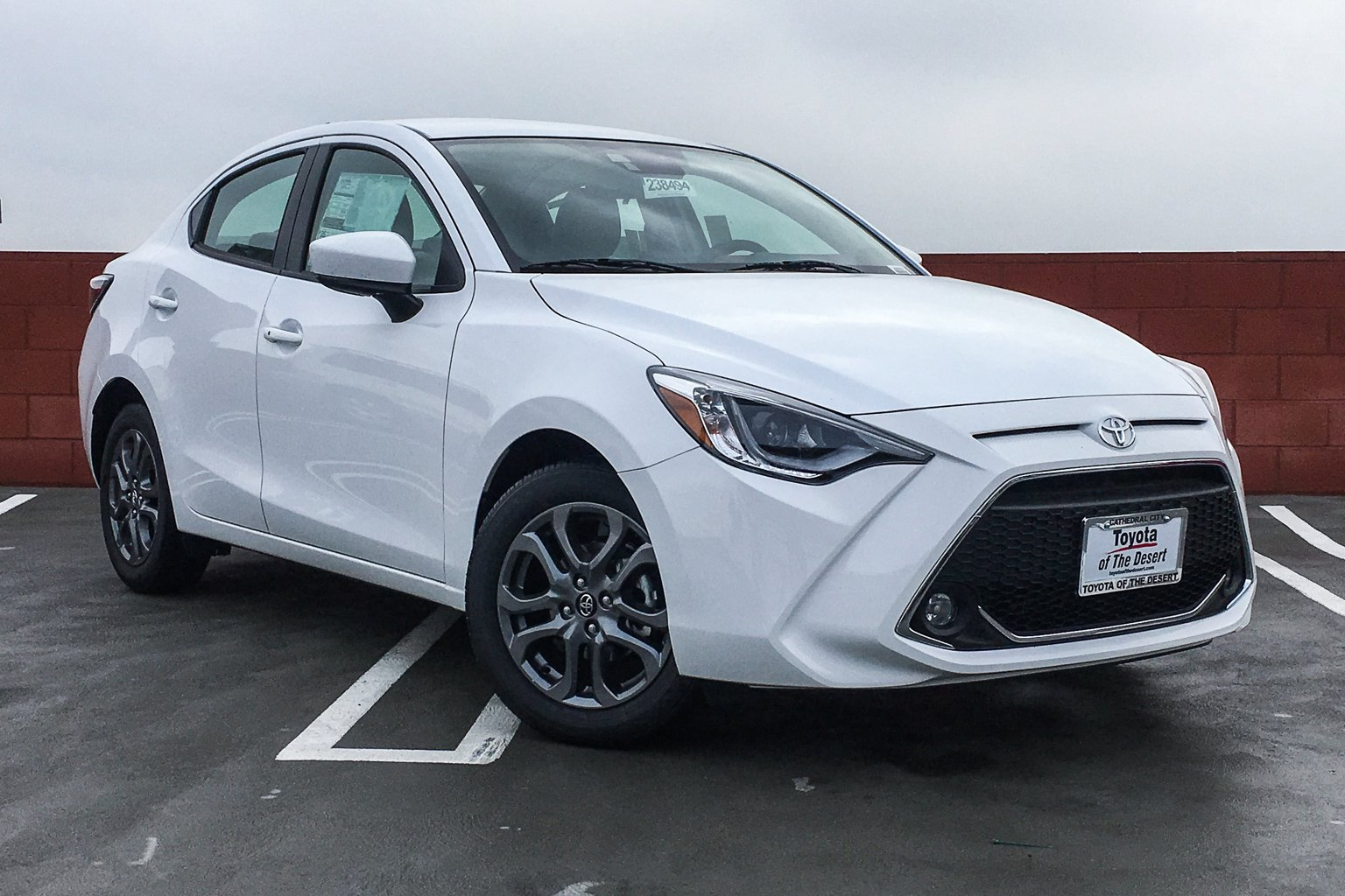 New 2019 Toyota Yaris Sedan XLE